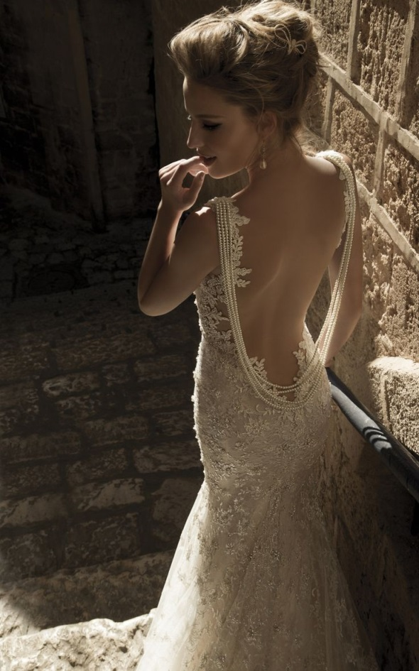 Backless_Wedding_Dresses_With_Sexy_Details_-_WeddingWooW
