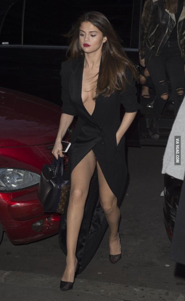 Selena Gomez black dresses 2017-2018