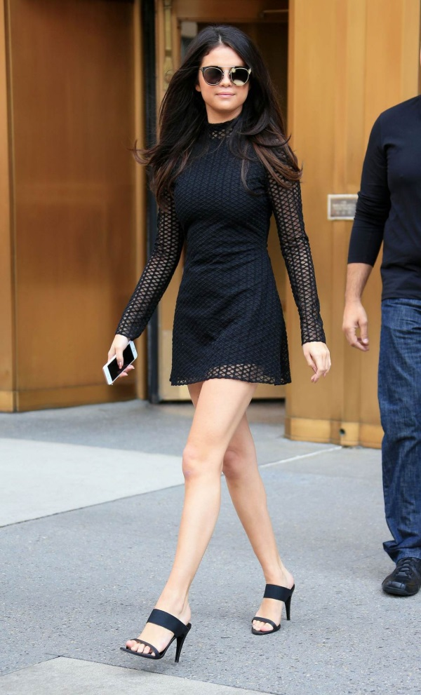 Selena gomez black dress 2018
