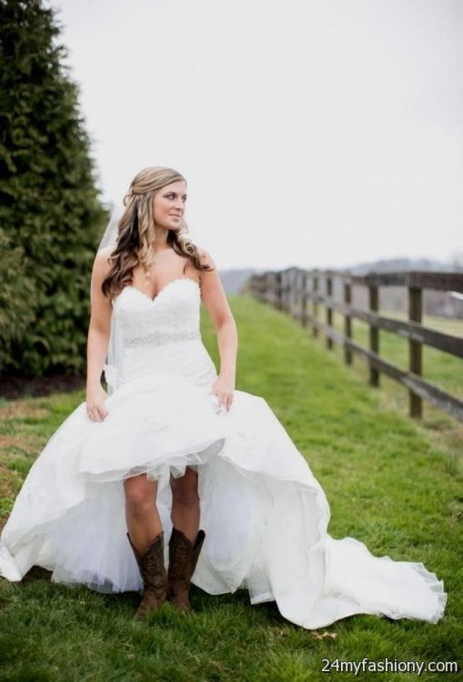 Short country style wedding dresses with cowboy boots 2016 for Dresses for a country wedding