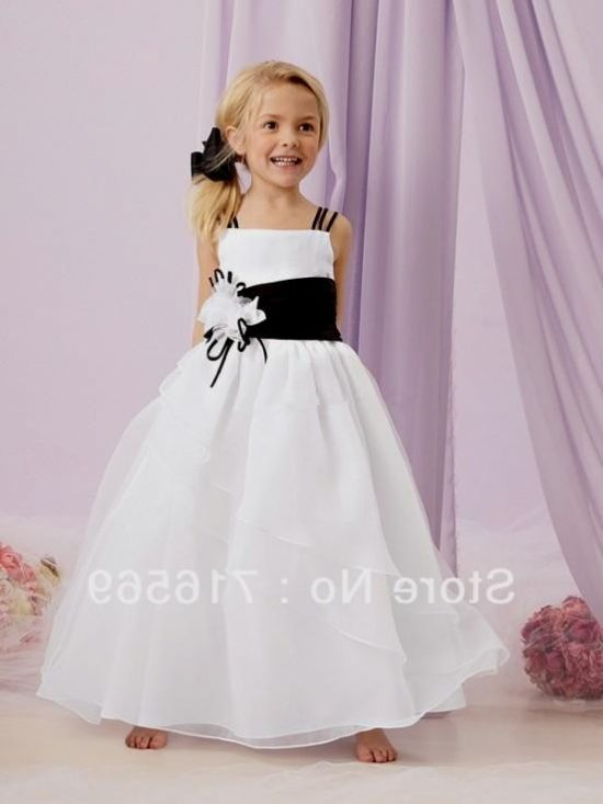 Girls' Dresses at Macy's come in a variety of styles and sizes. She'll look so precious in photos when she's wearing a strikingly beautiful white lace number whether she's a newborn being christened or a grade-schooler completing her first communion. Shop Macy's today for kids clothing that brightens up any look. Dress your mini.