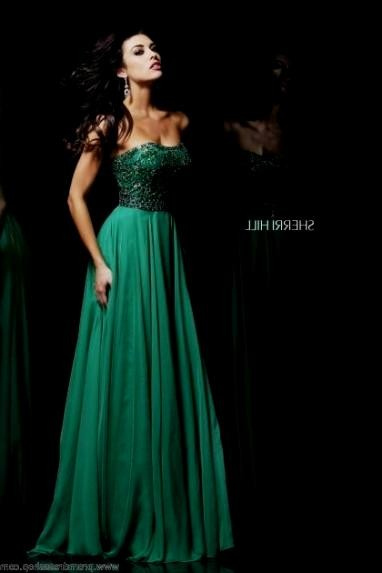 emerald green and gold prom dress looks | B2B Fashion