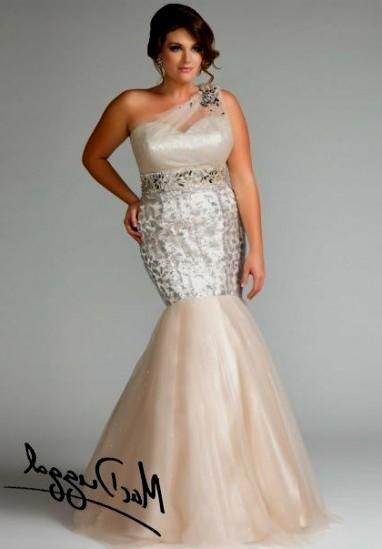 Mermaid Dress in Plus Size Model