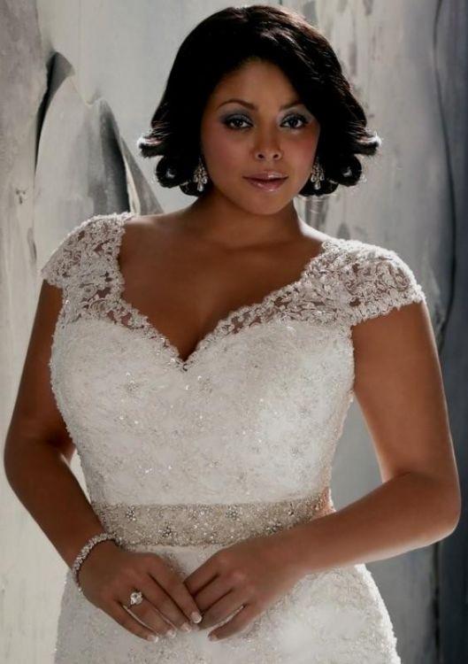 plus size wedding dresses looks | B2B Fashion
