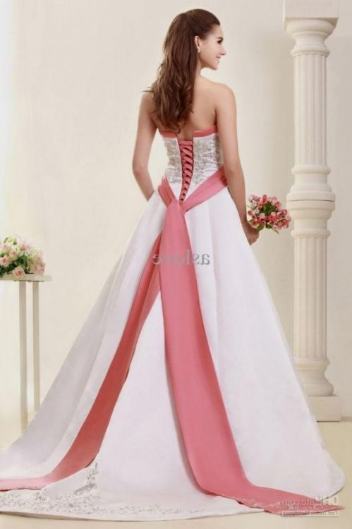 Plus size wedding dresses with color accents 2016 2017 for Wedding dresses with color accents
