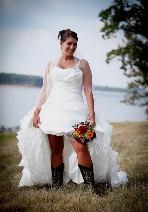 a10832e757c plus size western wedding dress looks