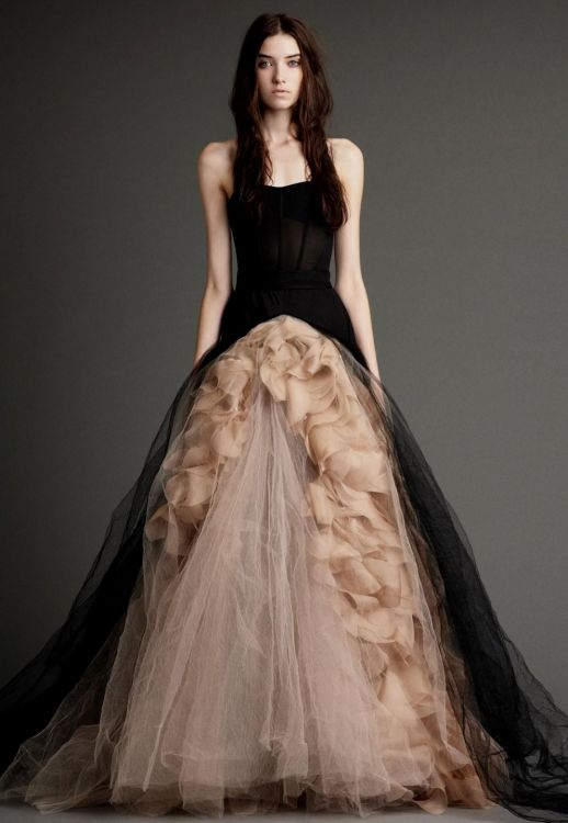 Vera wang black wedding dress 2016 2017 b2b fashion for Average price of vera wang wedding dress