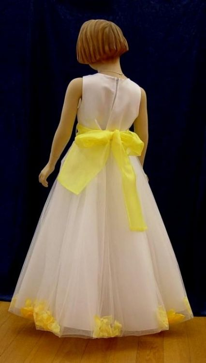 Phrase Bravo, Black and white flower girl yellow dress commit