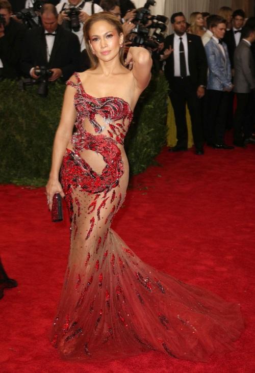 Jennifer-Lopez-MET-Gala-2015-Red-Carpet-Fashion-Crack-Smokers-3