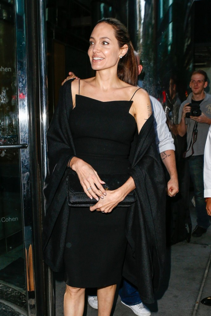 angelina-jolie-out-for-dinner-in-new-york-06-18-2016_3