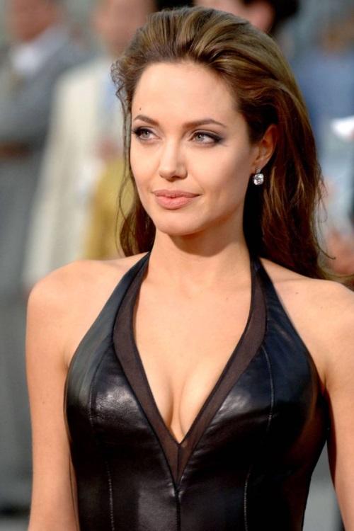 Angelina Jolie Everyday Style 2017 2018 B2b Fashion