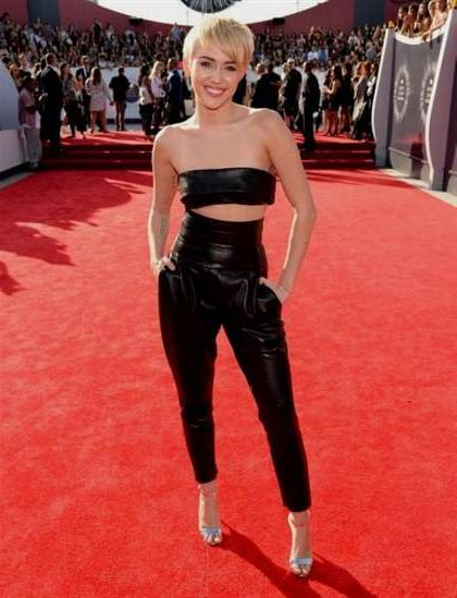 miley cyrus red carpet dresses 2018-2019 | B2B Fashion