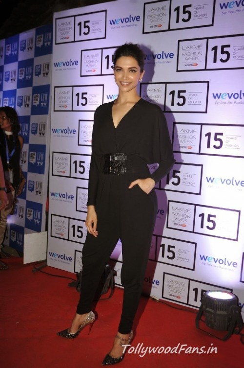Deepika_Padukone_At_Lakme_Fashion_week_2015_Event_stills.jpg