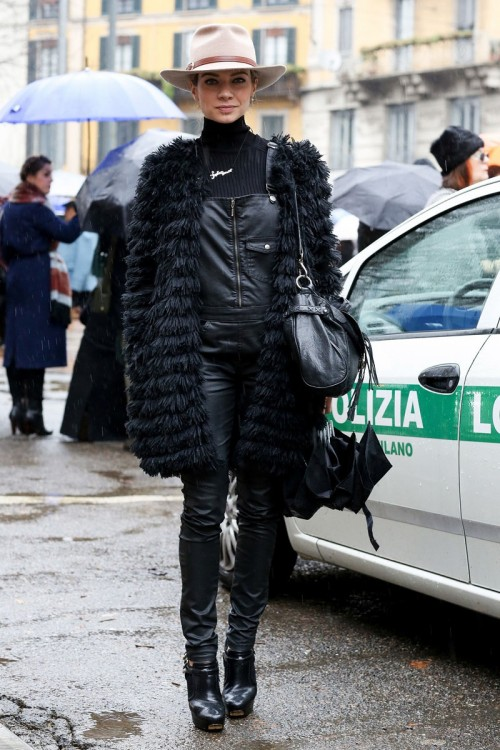 Fashion_Shopping__amp_Style_The_Street_Style_at_Milan_Fashion_Week_Has_Us_Wanting_Winter_Now_POPSUGAR_Fashion_Australia.jpg
