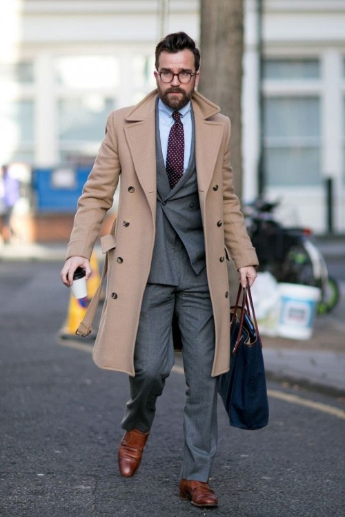 Grey_Suit_And_Camel_Coat_Pinguimo.jpg