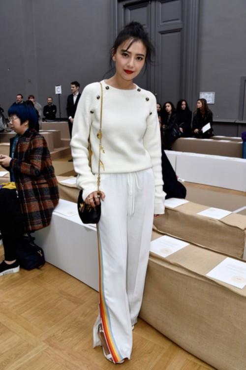 ChloeFrontRowParisFashionWeekWomenswear2AFOMVR4jXKl.jpg