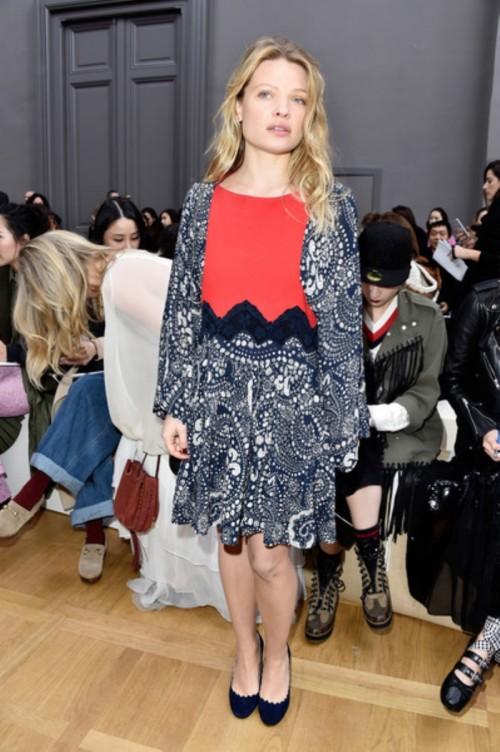 ChloeFrontRowParisFashionWeekWomenswear3np5ubCOQYwl.jpg