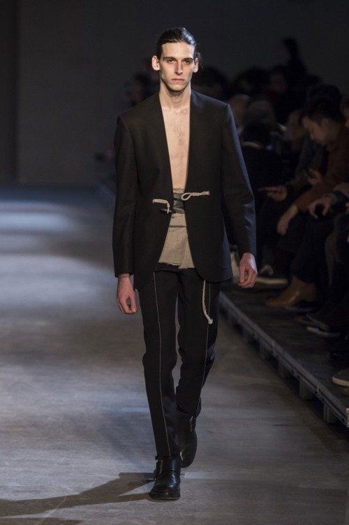 Maison-Margiela-Fall-Winter-2016-Paris-Fashion-Week-3.jpg