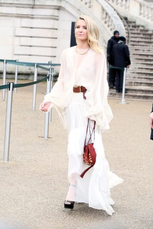 annabelle-wallis-at-chloe-show-paris-fashion-week-womenswear-fall-winter-2016-2017-1.jpg