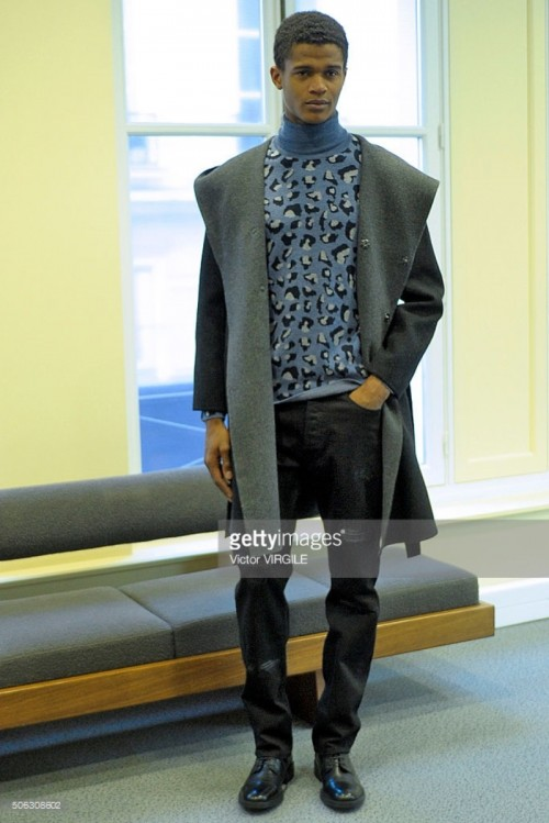 model-poses-during-the-lucien-pellat-finet-menswear-fw-20162017-as-picture-id506308602.jpg