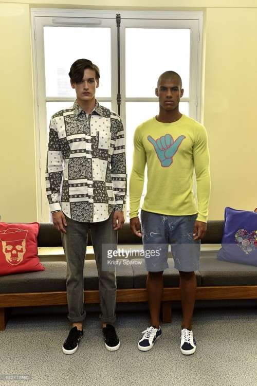 models-pose-during-the-lucien-pellat-finet-menswear-springsummer-2017-picture-id542117550.jpg