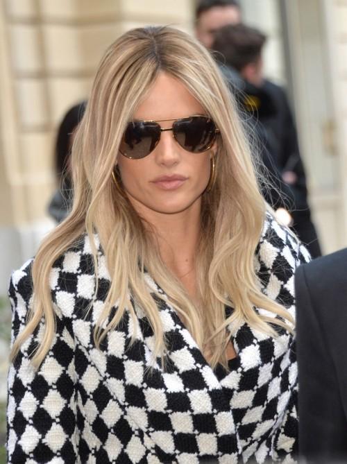 Alessandra-Ambrosio-at-Paris-Fashion-Week-Womenswear-FallWinter-20162017-Balmain-Show-1.jpg