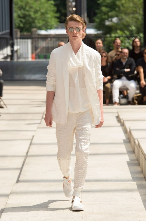 Issey-Miyake-Men-Spring-Summer-2017-Paris-Fashion-Week-11.jpg