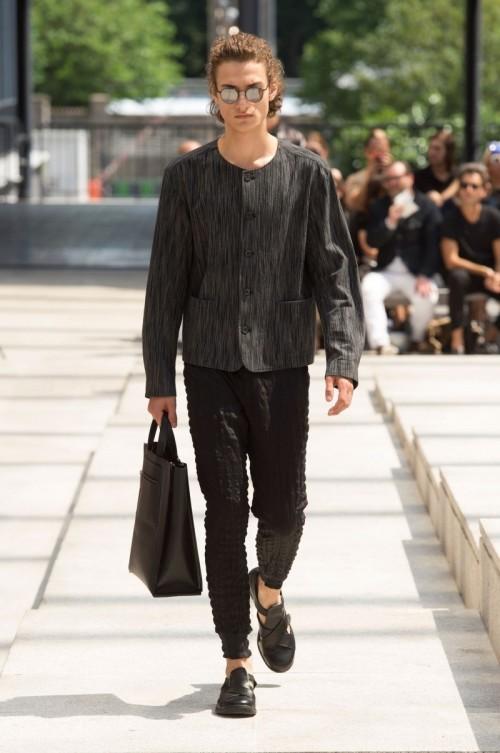 Issey-Miyake-Men-Spring-Summer-2017-Paris-Fashion-Week-16.jpg
