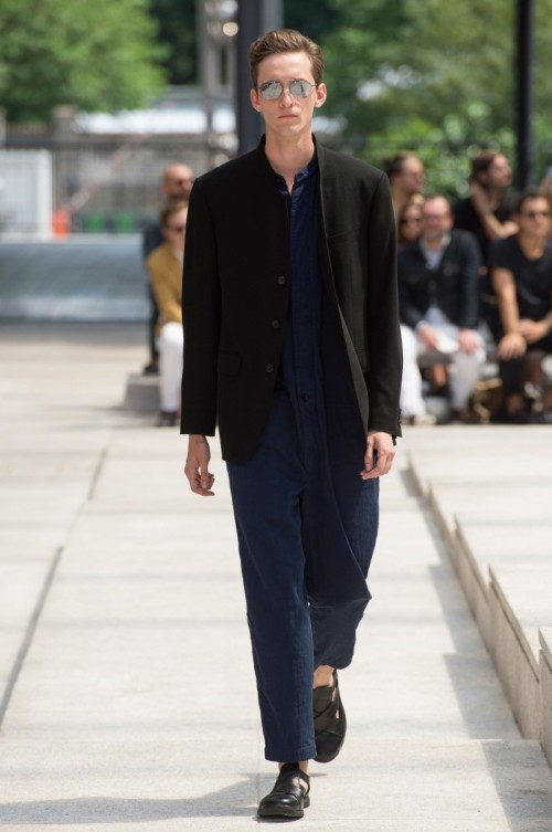 Issey-Miyake-Men-Spring-Summer-2017-Paris-Fashion-Week-21.jpg