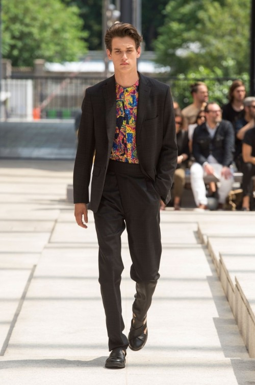 Issey-Miyake-Men-Spring-Summer-2017-Paris-Fashion-Week-33.jpg