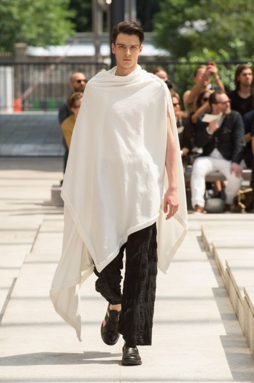 Issey-Miyake-Men-Spring-Summer-2017-Paris-Fashion-Week-4.jpg