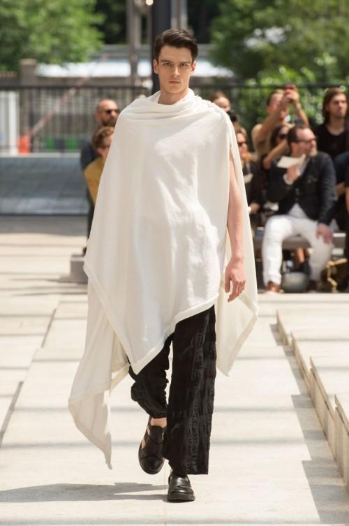 Issey-Miyake-Men-Spring-Summer-2017-Paris-Fashion-Week-4.jpg