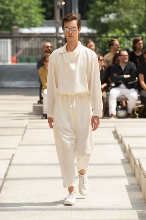 Issey-Miyake-Men-Spring-Summer-2017-Paris-Fashion-Week-8.jpg
