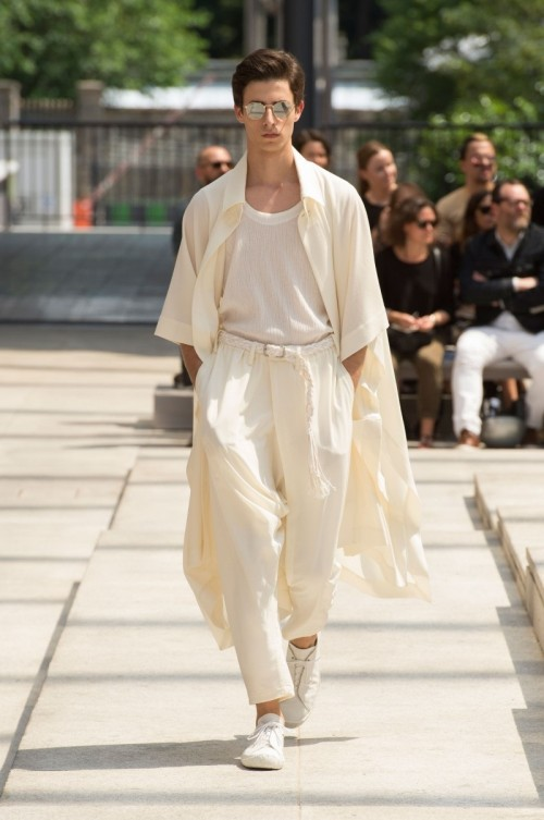 Issey-Miyake-Men-Spring-Summer-2017-Paris-Fashion-Week-9.jpg