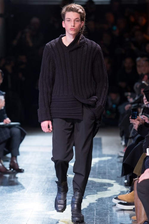 Yohji-Yamamoto-Fall-Winter-2016-Paris-Fashion-Week-7.jpg
