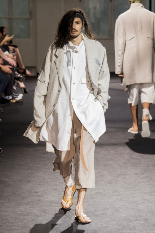 Yohji-Yamamoto-Spring-Summer-2017-Paris-Fashion-Week-10.jpg