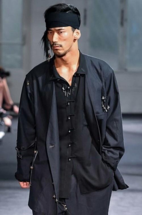 YohjiYamamoto-SS2017-Paris-Fashion-Week-Men-2016-3-399x600.jpg