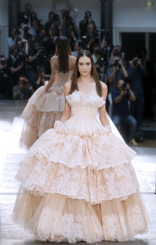 alexis-mabille-during-the-2016-2017-fall-winter-haute-couture-collection-fashion-show-on-july-5-2016-in-paris.jpg