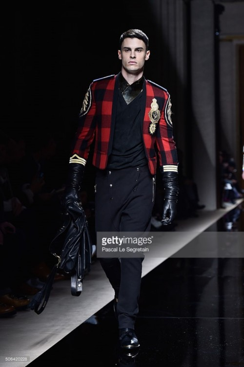 baptiste-giabiconi-walks-the-runway-during-the-balmain-menswear-as-picture-id506420228.jpg