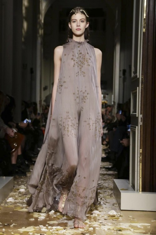 Valentino-Couture-Spring-Summer-2016-Paris-7102-1453920924-bigthumb.jpg