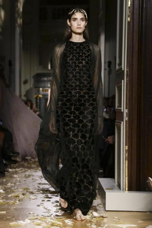 Valentino-Couture-Spring-Summer-2016-Paris-7106-1453920935-bigthumb.jpg
