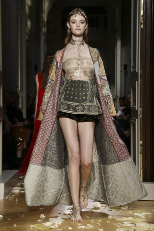Valentino-Couture-Spring-Summer-2016-Paris-7118-1453920952-bigthumb.jpg