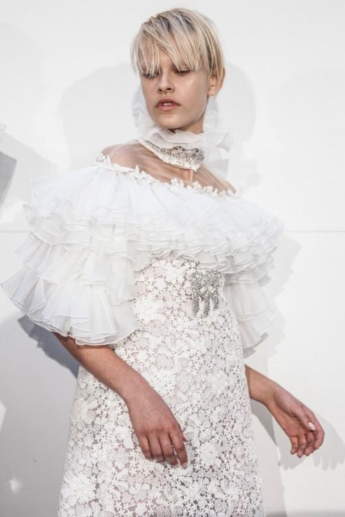 fashionweek_mode_giambattista_valli_haute_couture_automne_hiver_2016_20175.jpg
