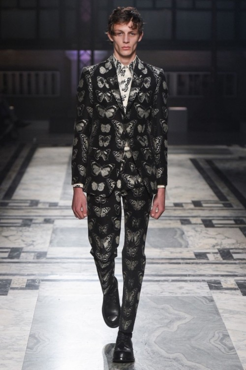 Alexander-McQueen-2016-Fall-Winter-Mens-Collection-007-800x1200.jpg