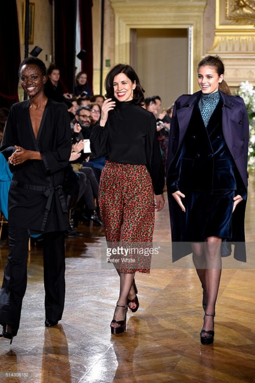vanessa-seward-and-models-walk-the-runway-during-the-vanessa-seward-picture-id514306182.jpg