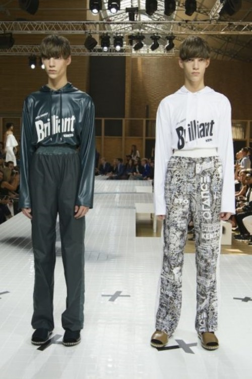 Kenzo-Spring-Summer2017-Menswear-Paris-Fashion-Week-028-386x580.jpg