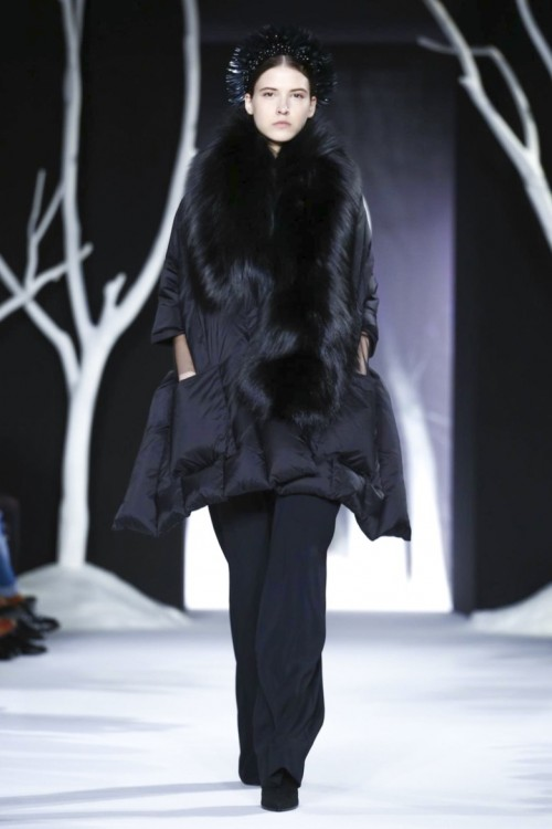 Valentin-Yudashkin-Ready-To-Wear-Fall-Winter-2016-Paris-0974-1457259070-bigthumb.jpg