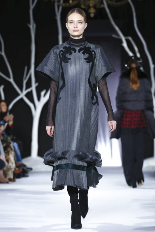 Valentin-Yudashkin-Ready-To-Wear-Fall-Winter-2016-Paris-0980-1457259084-bigthumb.jpg