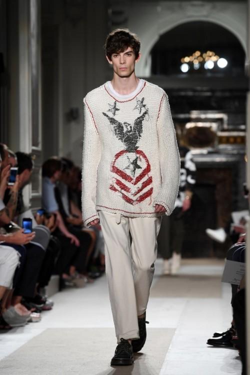 valentino-menswear-spring-summer-2017-show-paris-fashion-week-on-june-22-2016.jpg