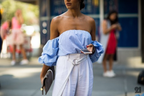 Off-the-Shoulder_Shirts_Are_a_New_York_Fashion_Week_Trend...jpg